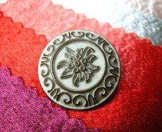Kerek virágmintás fémgomb patina - 24 mm - antik ezüst