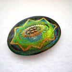 Kézzel festett cseh irizáló üveggomb - vitrail med - virágmintás