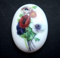 Porcelán kaboson - 40*30 mm - anemone csokor