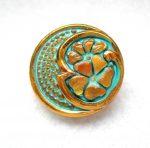 Kézzel festett cseh irizáló üveggomb -arany türkiz - virágmintás