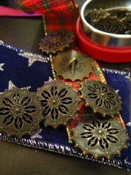 Kerek virágmintás fémgomb -18 mm - antik bronz