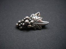 Grapes hook and eye clasp