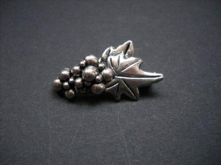 Szőlőfürt ékszerkapocs - antik ezüst