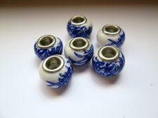 Porcelán gyöngy -  kék bambuszlevél mintával - 14x10 mm