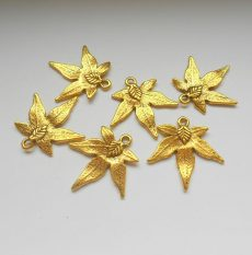 Leaf charm - 30*30 mm - antique gold