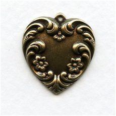 Sárgaréz virágos szív medál - 20x20 mm - 1 db