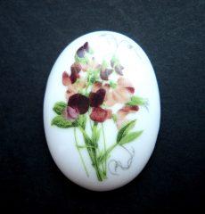 Porcelán kaboson - 40*30 mm - borsóvirág