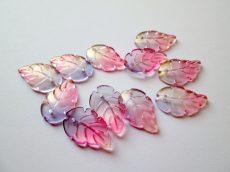 Üveg levél medál - 24x15 mm - aranyfüstös lila pink
