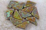 Cseh üveggyöngy - Háromszög íves mintával - 28x19 mm - nagy