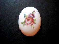 Porcelán kaboson - 40*30 mm - rózsás virágcsokor