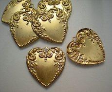 Sárgaréz  szív veret - 28 x 22 mm - 1 db