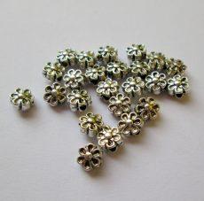 Fémgyöngy  - 7 mm - antik ezüst virág
