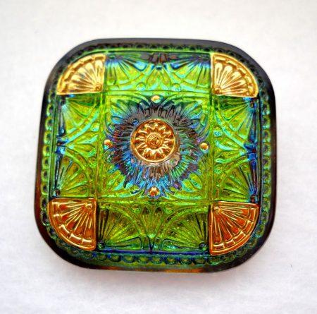Kézzel festett cseh irizáló üveggomb - vitrail arany - négyzet