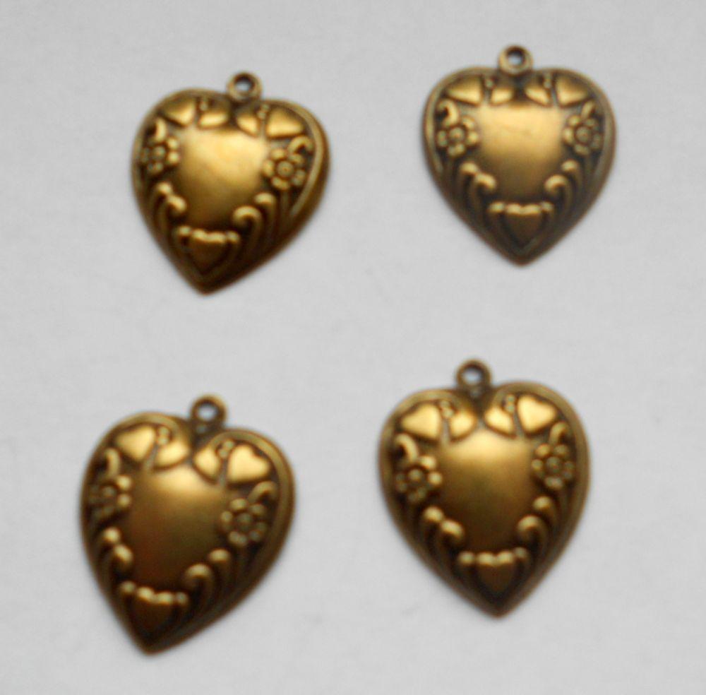 Sárgaréz szív veret - 18 x 15 mm - 1 db
