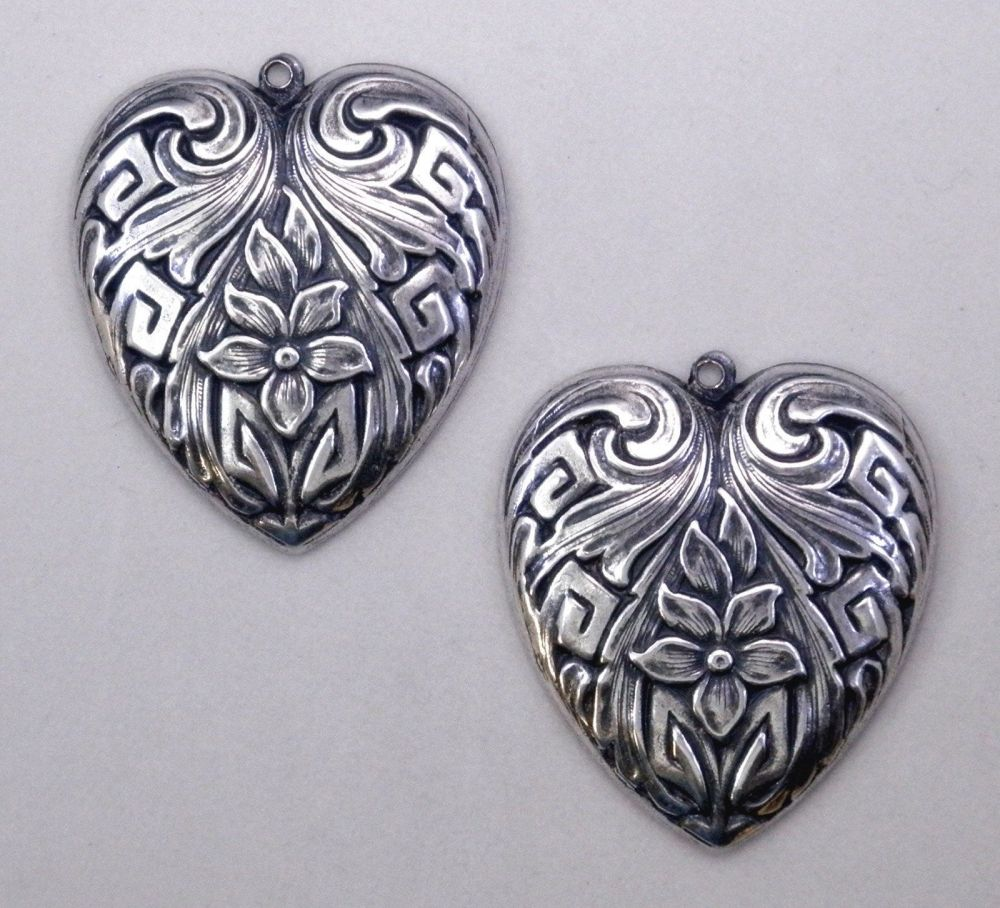 Ezüst virágos szív medál - 30x26 mm - 1 db